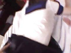 ハード脱臼を楽しむ巨乳の小さな日本ウェイトレス